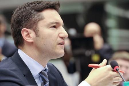 Позицията ни към Македония не става по-твърда, а по-неадекватна